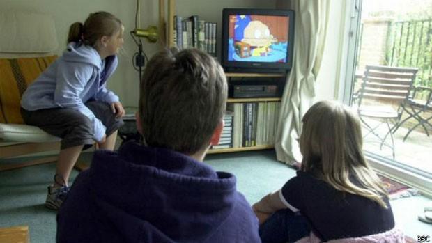 Segundo pesquisadores, noção de percepção periférica nas crianças é menos desenvolvida do que nos adultos (Foto: BBC)