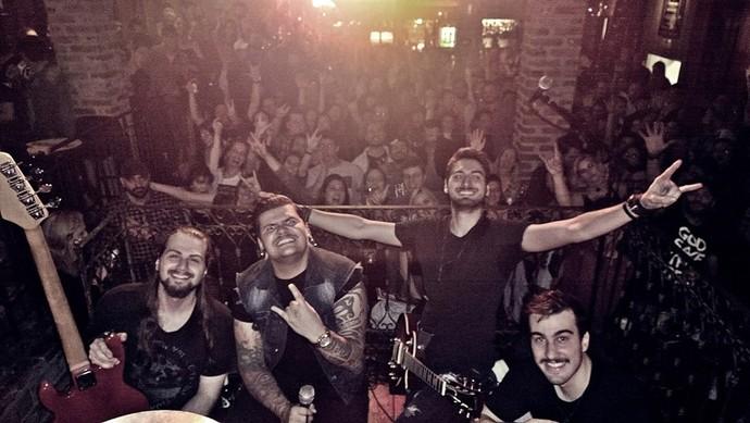 A nova banda de Renan após apresentação em uma casa noturna de Curitiba (Foto: arquivo pessoal)