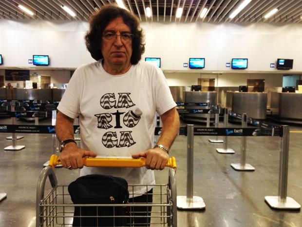 Grego Konstantinos Onassis Tourlis, 55 anos, está desde o meio de abril no Galeão (Foto: Isabela Marinho/G1)
