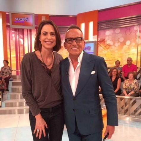 Silvia Pfeifer com Manuel Goucha, apresentador do 'Você na TV', em Portugal (Foto: Arquivo pessoal)