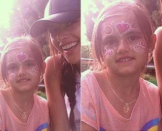 [BELEZA - Flash tattoo] Anja e Alessandra Ambrósio (Foto: Instagram/Reprodução)