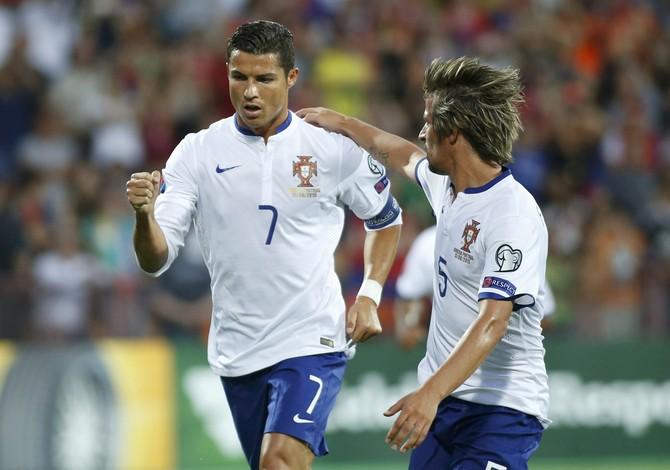 Cristiano Ronaldo Armênia x Portugal (Foto  Reuters) Cristiano Ronaldo  comemora segundo dos três gols ... 131fe95409c9d