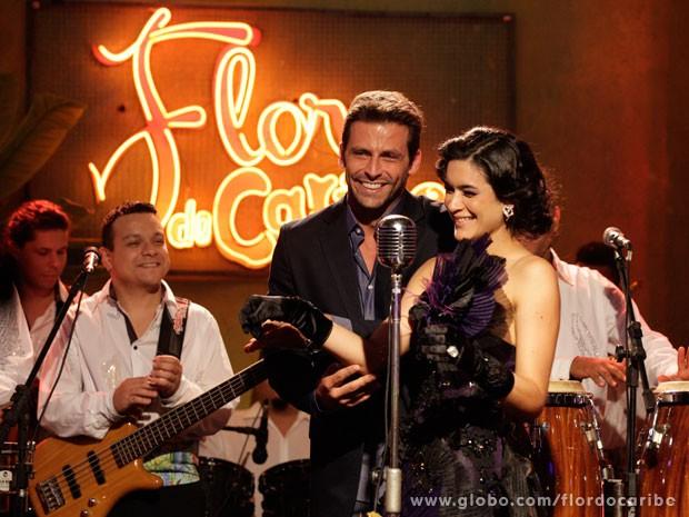 Cassiano inaugura bar com show de Cristal (Foto: Flor do Caribe / TV Globo)