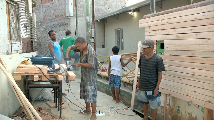 Projeto social usa a marcenaria para transformar o espaço publico (Foto: Divulgação / TV Gazeta ES)