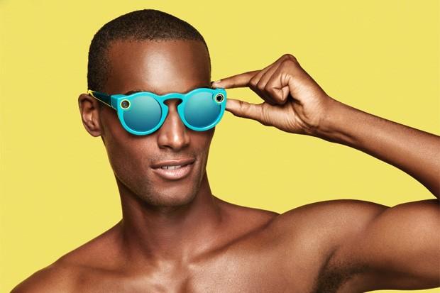 Spectacles: o óculos que grava vídeos do Snapchat poderia ser um pouco mais fino, não? (Foto: Divulgação)
