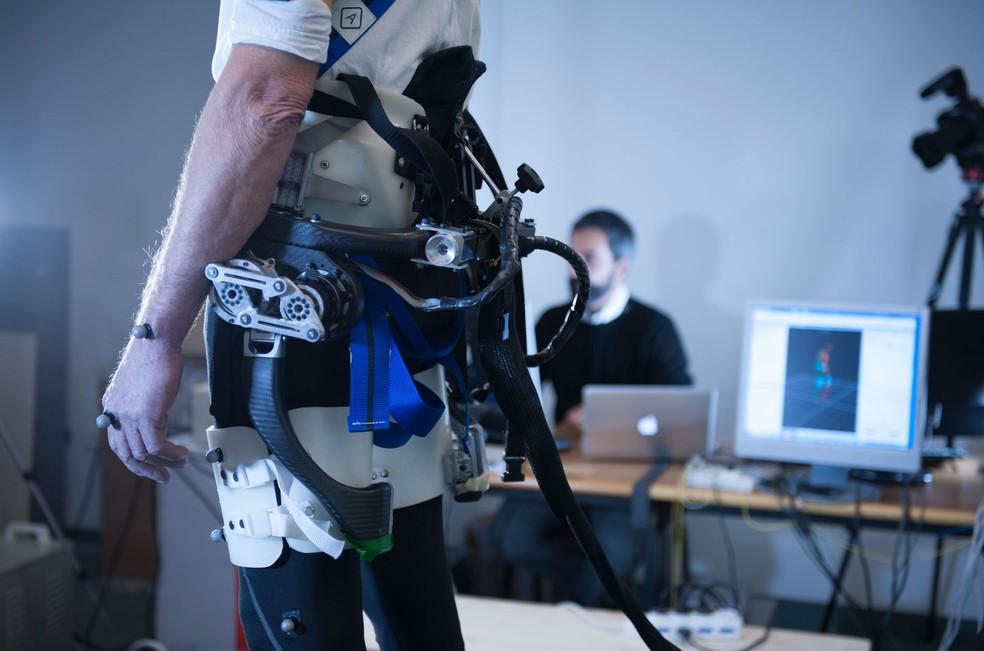 Protótipo de exoesqueleto é testado em Centro de Reabilitação Fondazione Don Carlo Gnocchi em Florença, na Itália  (Foto: Hillary Sanctuary / EPFL)