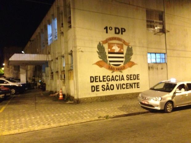 Ocorrência foi encaminhada para a Delegacia sede de São Vicente, SP (Foto: Cássio Lyra/G1)