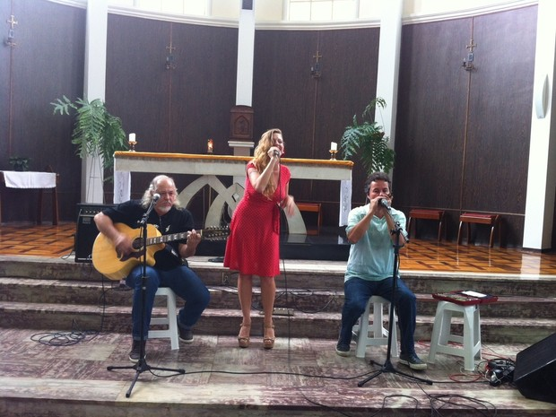 Taryn Szpilman canta logo mais no encerramento do Valadares Jazz Festival (Foto: Diego Souza)