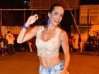 Carla Prata fica com o pé sangrando em ensaio para o carnaval