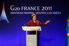 A presidente Dilma Rousseff durante conversa com jornalistas após reunião do G20 em Cannes, na França (Foto: Roberto Stuckert Filho / Presidência)