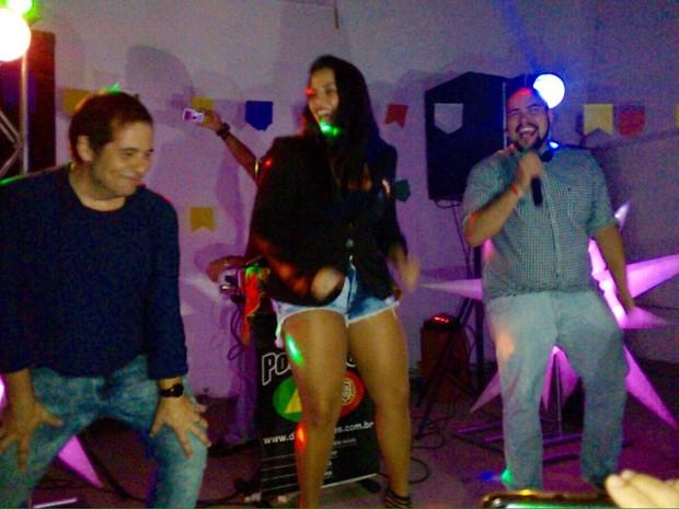 Leandro Hassum, Tathi Kiss e Tiago Abravanel em festa no Rio (Foto: Divulgação)