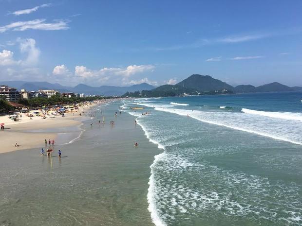 Movimento na Praia Grande em Ubatuba, na tarde deste domingo (7) (Foto: Eduardo De Paula/ Rede Vanguarda)