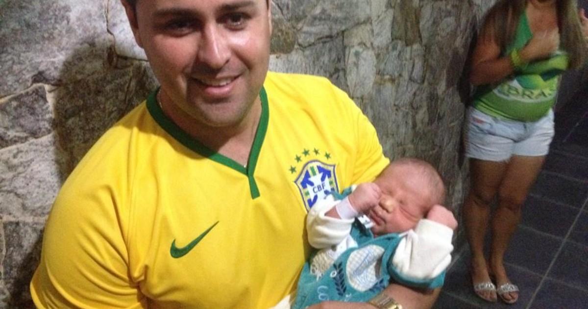 Bebê De 2 Dias, 'Julio César', Acorda Com Gol Do