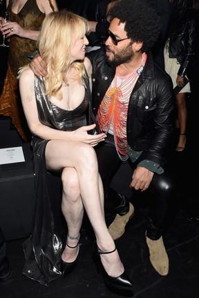 Courtney Love e Lenny Kravitz em evento de moda em Los Angeles, nos Estados Unidos (Foto: Larry Busacca/ Getty Images/ AFP)