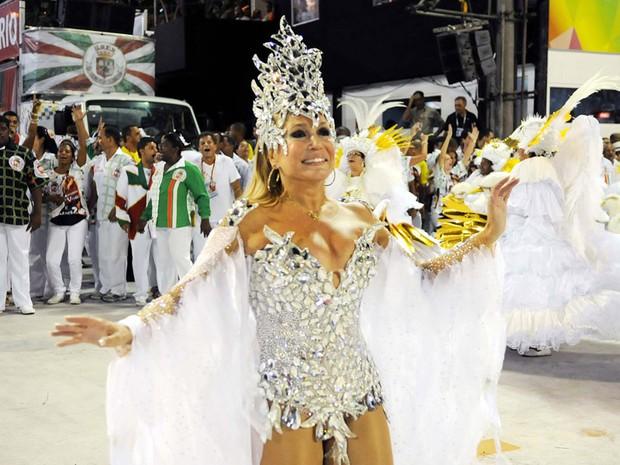 A atriz Susana Vieira participou do desfile da Grande Rio, escola que ficou em 5º lugar no ranking geral. musas* famosos* (Foto: Alexandre Durão / G1)