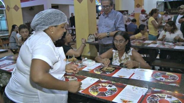 Cursos foram oferecidos aos cozinheiros (Foto: Acre TV)