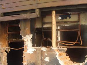 Sistema de exaustão estava bloqueado por janelas fechadas e paredes - Kiss - 24 erros (Foto: IGP-RS/Reprodução)