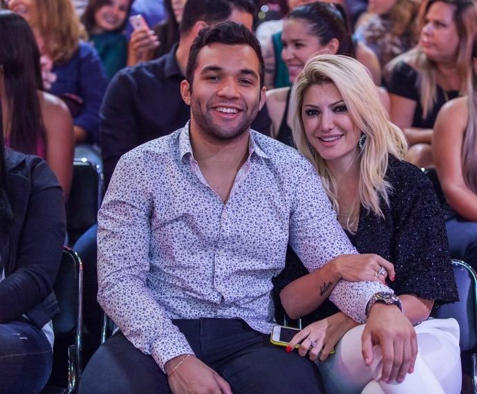 Jonathan Costa e Antônia Fontenelle nos bastidores do Tomara que Caia (Foto: Artur Meninea/Gshow)