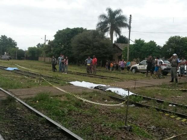 mulher atropelada trem tupanciretã rs (Foto: Everson Dornelles/RBS TV)