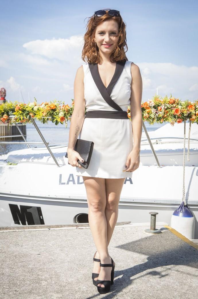 Vanessa, personagem de Lorena Comparato, foi de look clássico preto e branco (Foto: Felipe Monteiro / Gshow)