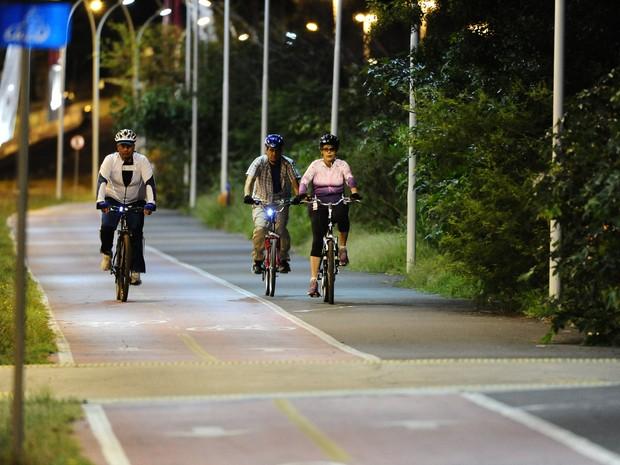 Mesmo durante a pausa, a presidente procura manter a rotina passeios ciclísticos (Foto: Ronaldo Bernardi/Agência RBS)