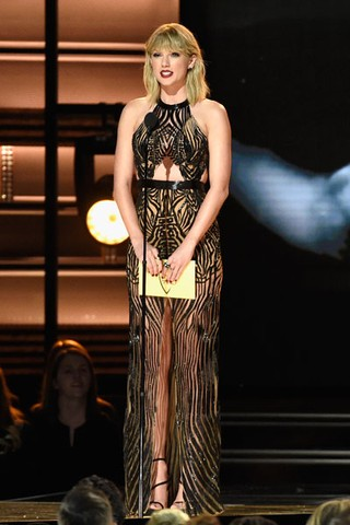 Taylor Swift em prêmio de música country em Nashville, no Tennessee, nos Estados Unidos (Foto: Gustavo Caballero / Getty Images/ AFP)