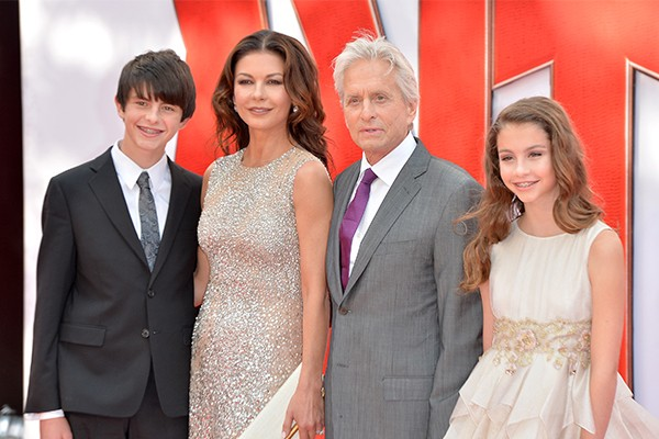 Catherine Zeta-Jones e Michael Douglas com os filhos (Foto: Getty Images)