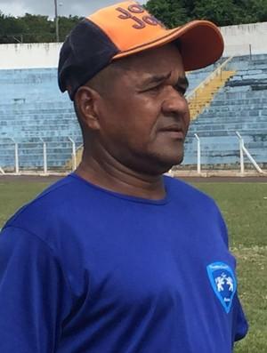 Domingos auxiliar técnico Osvaldo Cruz (Foto: Murilo Rincon / GloboEsporte.com)