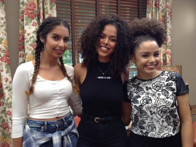 As blogueiras Juliana, Rayza e Ana ensinam penteados com cabelo crespo (Foto: Gshow / Guilherme Souza)
