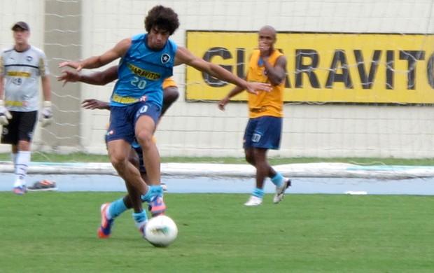 Bruno Mendes treino Botafogo (Foto: Gustavo Rotstein / Globoesporte.com)