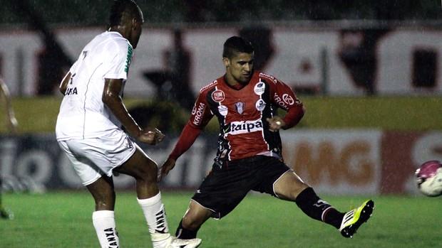 Glaydson do Joinville x Bragantino (Foto: Luis Moura / Ag. Estado)