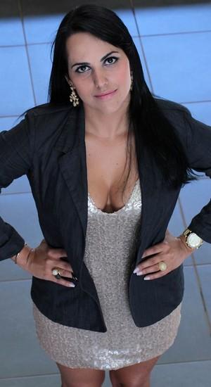 A estudante de Direito Tatielly Valadares, umas das beneficiadas com a bolsa e indicada por Cristiano Araújo (Foto: Reprodução/Facebook)