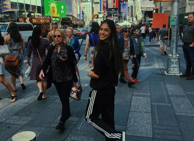 Fernanda Concon na Times Square, em Nova York (Foto: Insta])