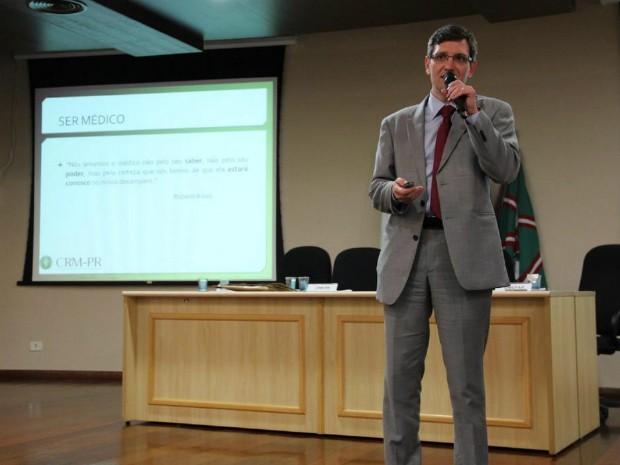 Alexandre Gustavo Bley renunciou ao cargo de presidente do Conselho Regional de Medicina do Paraná (CRM-PR) (Foto: Bruna Diegoli / CRM-PR / Divulgação)