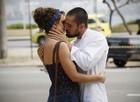 Leandra Leal e Rafael Cardoso gravaram mais uma cena de beijo apaixonado (Foto: Império/Raphael Dias)