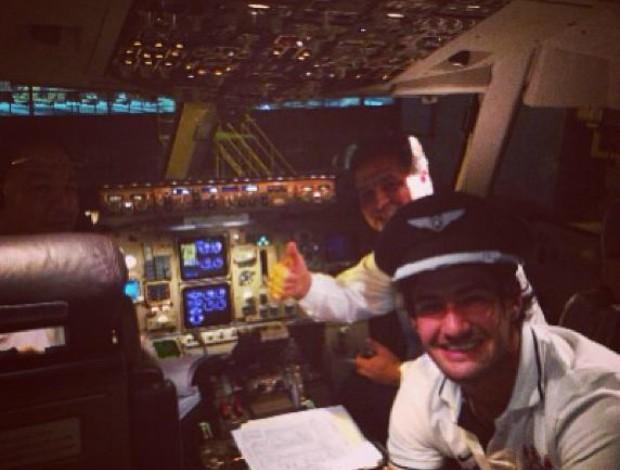 Alexandre Pato, cabine do avião (Foto: Reprodução / Twitter)