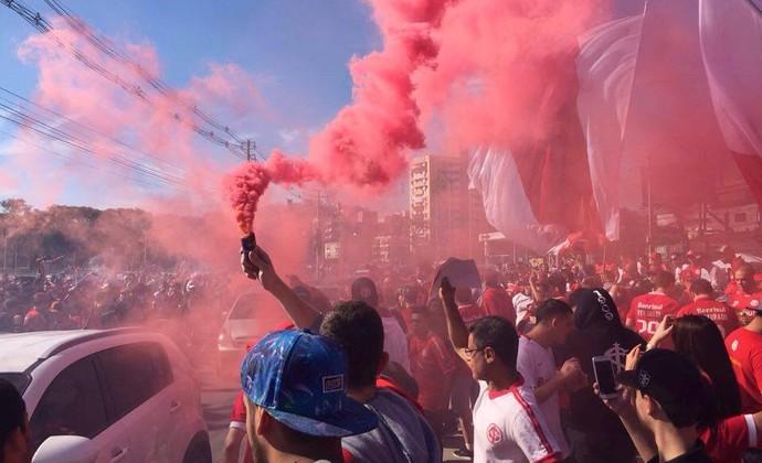 Inter, torcida, Beira-Rio, ruas de fogo (Foto: Tomás Hammes / GloboEsporte.com)