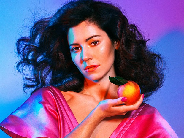 Marina and The Diamonds com suas letras irônicas e cheias de atitude feminista (Foto: Divulgação)