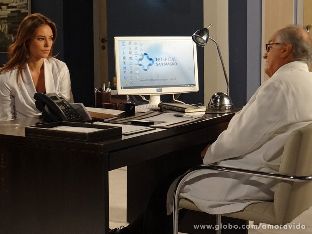 Paloma e Lutero desconfiam que Luana foi assassinada (Foto: Amor à Vida/ TV Globo)