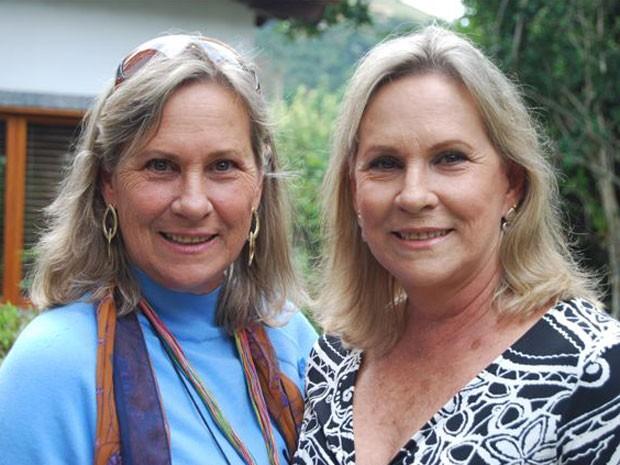 Gêmeas idênticas, Elizabeth (esquerda) e Ana Ridzi (direita) fizeram sucesso em 66 ao conquistarem as duas primeiras colocações no Miss Guanabara (Foto: Arquivo Pessoal / Divulgação)