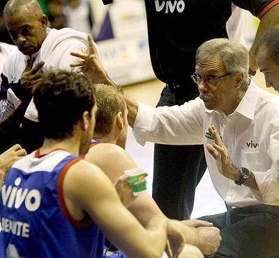 Helio Rubens na final da NBB (Foto: Mowa Press)