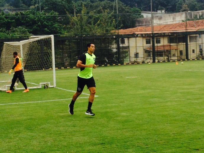 Reforço, Dudu Cearense se apresentou ao Botafogo nesta segunda e fez as primeiras atividades (Foto: Marcelo Baltar)