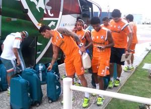 chegada do Fluminense em Macaé (Foto: Pedro Venancio)