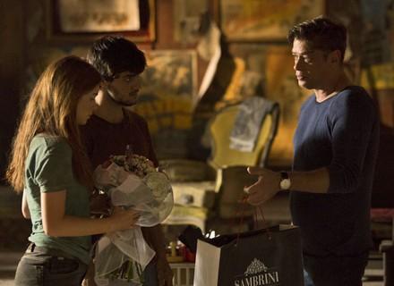 Arthur presenteia Eliza por seleção e deixa Jonatas cheio de ciúme