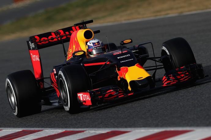 Ricciardo na pré-temporada em Barcelona (Foto: Getty Images)