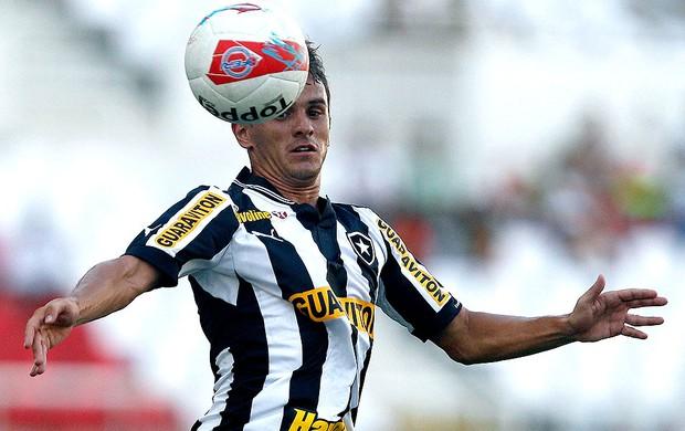 Lucas na partida do Botafogo (Foto: Wagner Meier / Agif)