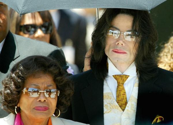 Michael Jackson e a mãe, Katherine Jackson (Foto: Getty Images)