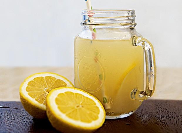 Limonada com gengibre e mel (Foto: Lufe Gomes/Editora Globo)