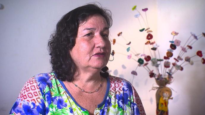 Voluntária Joziana Rocha conta como funciona o Centro de Valorização da Vida  (Foto: TV Bahia)