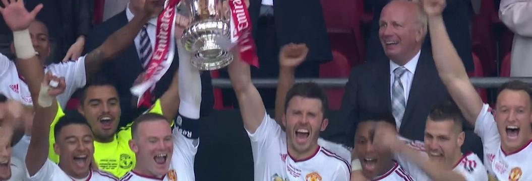 Manchester United vira sobre Crystal Palace, em Wembley, e conquista torneio pela 12ª vez